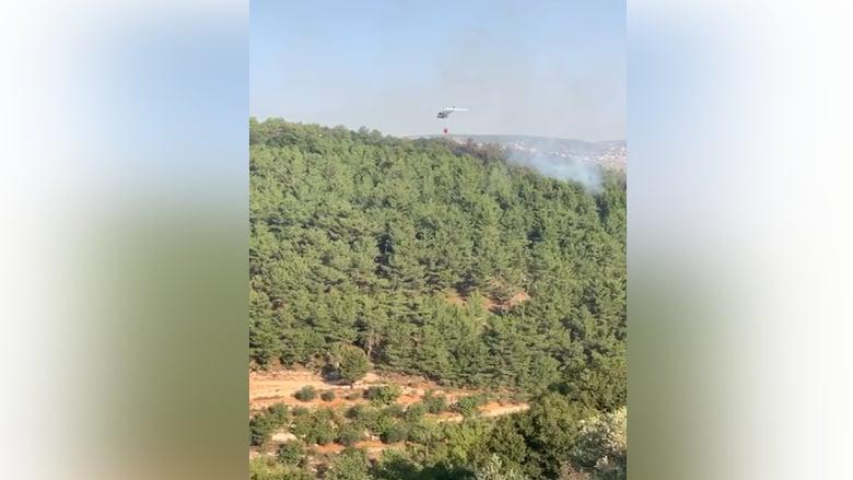 بالفيديو: طوافات الجيش تعمل على إطفاء الحريق في بلدتي باتر ونيحا