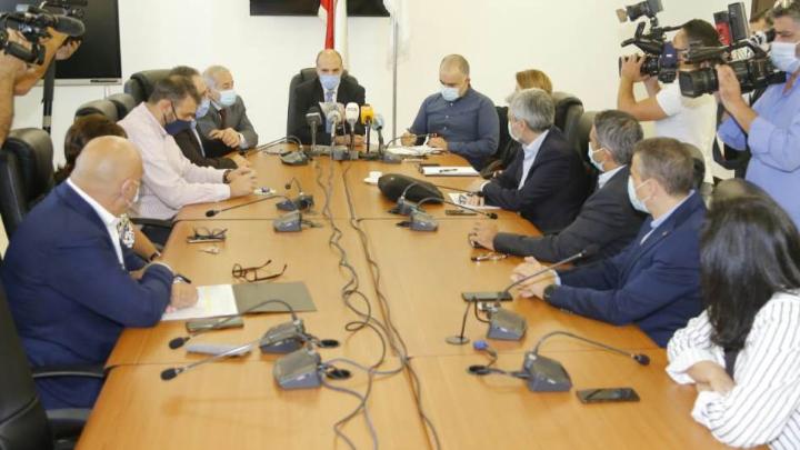 وزير الصحة إتخذ قرار بإقفال صيدليتين.. وأعلن عن البدء بحملات التفتيش