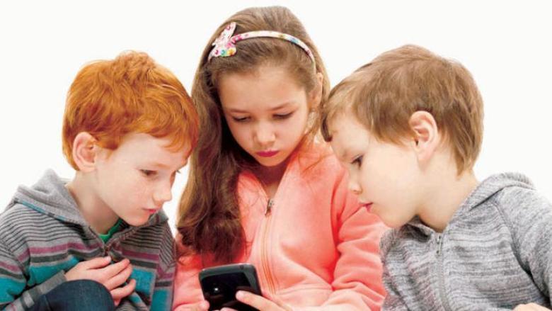 إدمان الأطفال والمراهقين على الهواتف الذكية مفيد للصحة العقلية والنفسية!