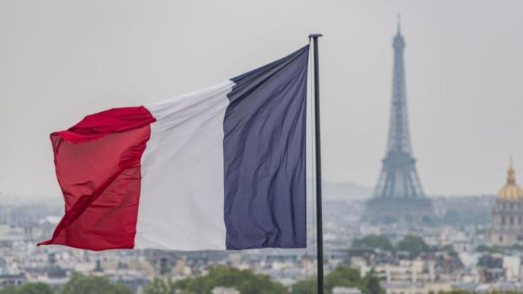 """موقف فرنسا من تأجيل الإستشارات.. الواقع """"لا يدفع الى التفاؤل"""""""