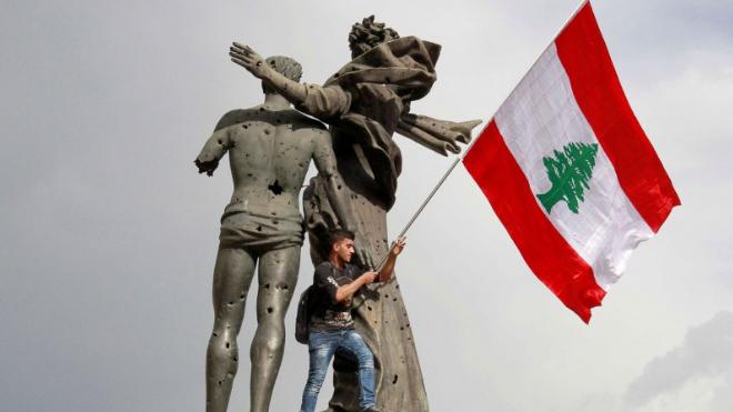 """لبنان المترنح بعد سنة على """"ثورة 17 أكتوبر"""""""