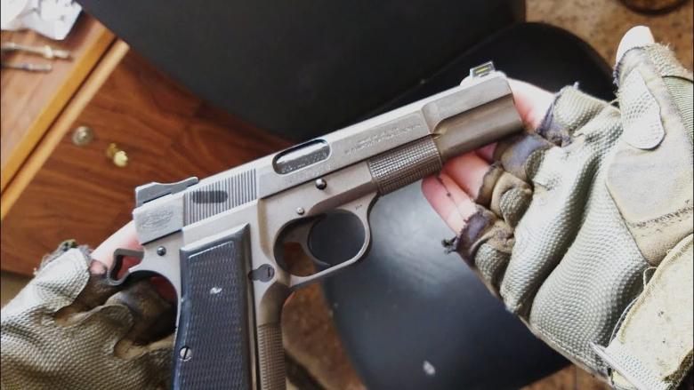 بالفيديو: سحب للسلاح في إحدى صيدليات بيروت