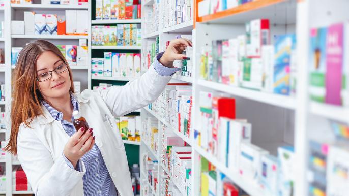 أصحاب الصيدليات لوزير الصحة: لإلزام المستورد تسليم الدواء لجميع الصيدليات بالتساوي