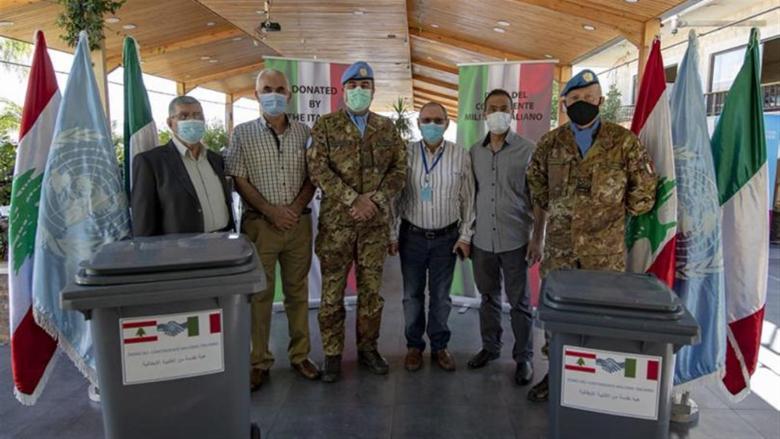الكتيبة الإيطالية سلّمت 500 مستوعب للنفايات إلى بلدية تبنين