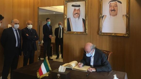 جنبلاط قدّم التعازي في السفارة الكويتية بالشيخ الصباح: أتمنى للكويت الإستمرار في سياسة عدم الإنحياز