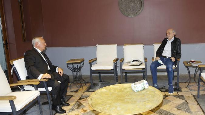 جنبلاط عرض الأوضاع مع سفير أرمينيا واستقبل قائد الشرطة القضائية
