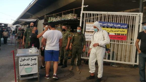 """إجراءات وقائية مشددة لفوج حرس مدينة بيروت على مداخل سوق الأحد للحد من إنتشار """"كورونا"""""""