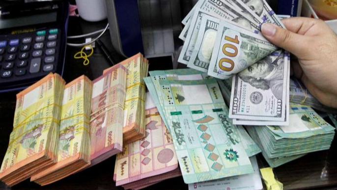 الدولار يواصل انخفاضه بالسوق السوداء