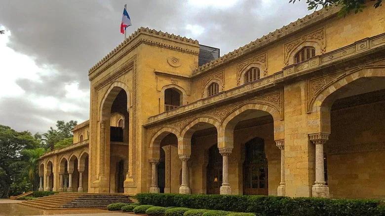 قوى الأمن تنفي خبر إلقاء قنبلة على السفارة الفرنسية