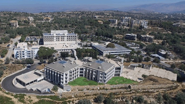 """ولادة قيصرية ناجحة لمصابة بـ""""كورونا"""" في مستشفى عين وزين"""