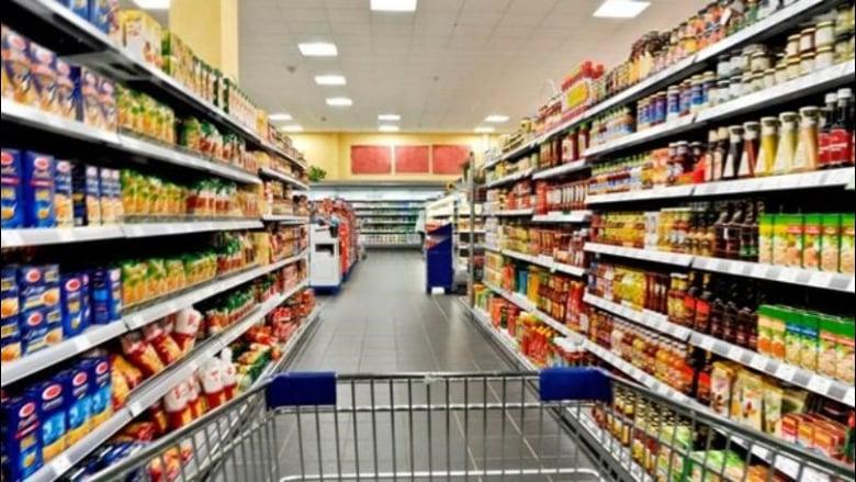 كيف تتأثر المواد الغذائية بعد إلزام المستوردين تأمين السيولة نقداً؟