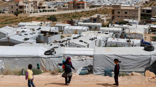 الأزمة اللبنانية تدفع اللاجئين السوريين إلى تحت خط الفقر
