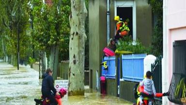 ثمانية مفقودين إثر فيضانات عارمة في جنوب فرنسا