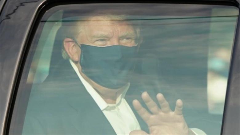 ترامب يعود إلى المستشفى بعد إلقائه التحية على مناصريه