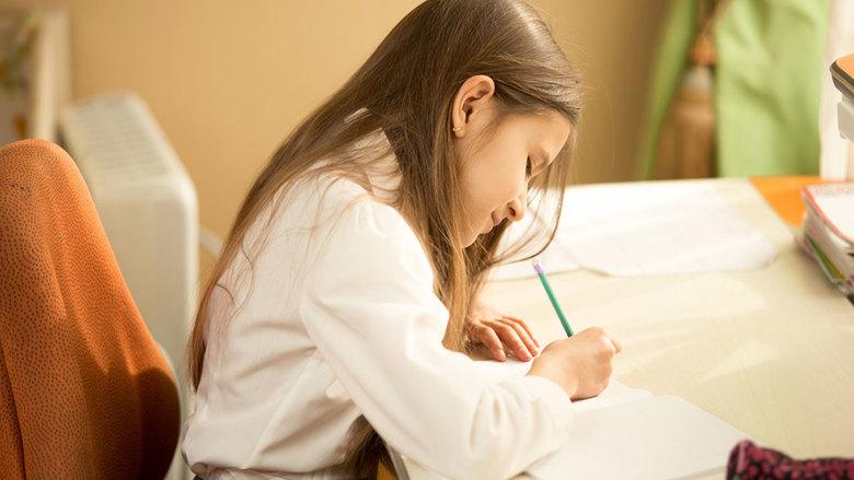 الكتابة اليدوية تجعل الأطفال أكثر ذكاء