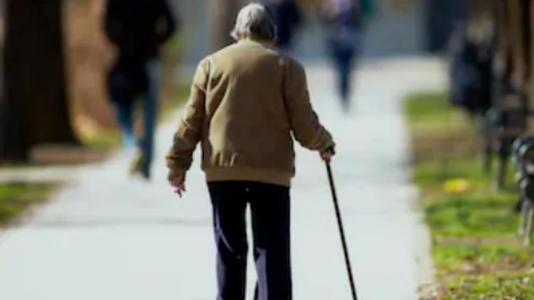 عمره 88 عاما.. يكمل مشروعه بالمشي مسافة تعادل محيط الأرض