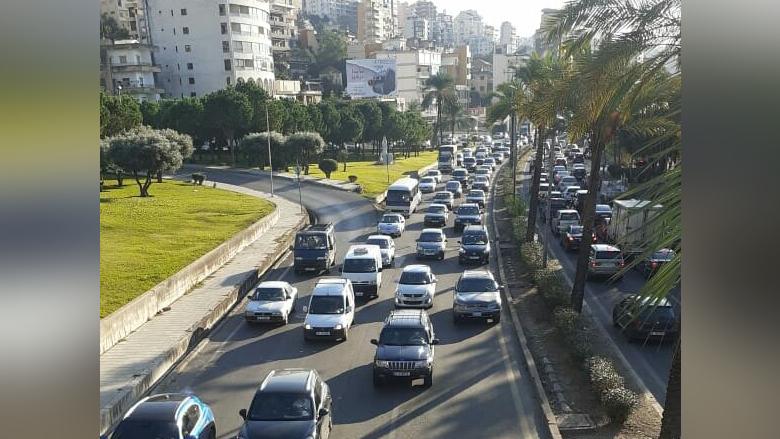 حال طرقات لبنان.. زحمة سير خانقة قبيل الإقفال العام