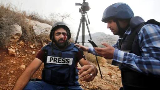 عام على إصابته في عينه.. معاذ يصف معاناته ويتحدّى الإحتلال