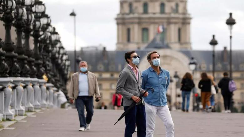 """انخفاض أعداد الإصابات الجديدة بـ """"كورونا"""" في فرنسا"""