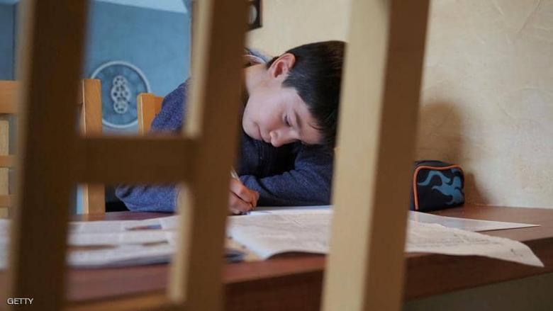 التعليم الحضوري يفشل.. الأساتذة: لا علم ولا من يحزنون