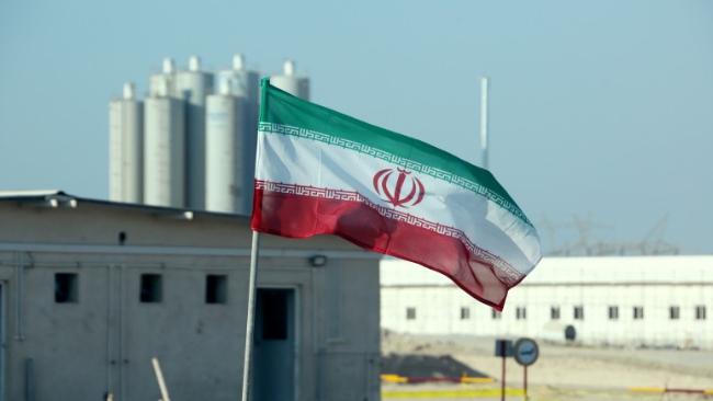 تطمينات فريق بايدن لإيران تثير القلق
