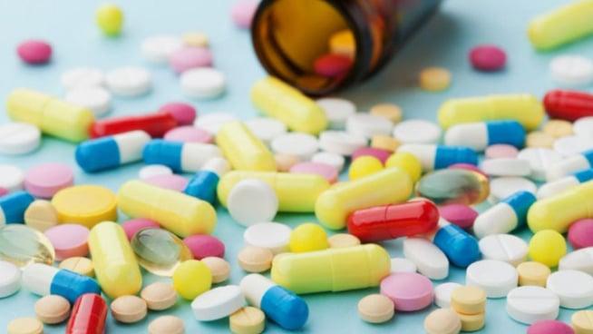 نقيب الأطباء يدعو لدعم الصناعة الدوائية المحلية