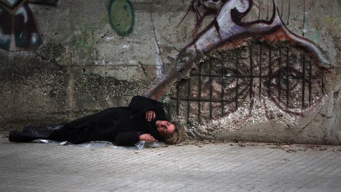 """اللبنانيون سيعيشون """"على المساعدات"""".. والدولار بلا ضوابط"""