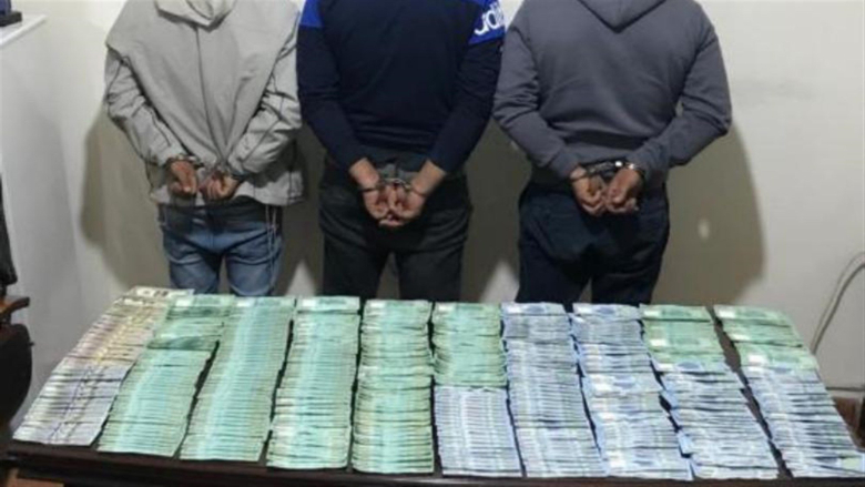 سرقوا منزلاً ومبالغ مالية وأخفوا المسروقات في شجرة