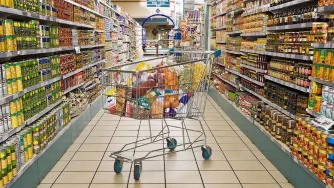 محاضر ضبط بحق أصحاب مؤسسات ومحال بيع مواد غذائية لإحتكارهم سلعاً مدعومة