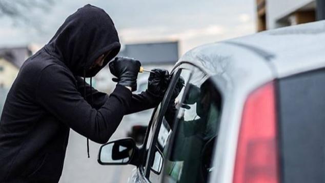 بالجرم المشهود.. توقيف عصابة سرقة سيارات في طرابلس