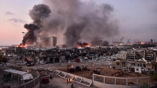 القاضي صوان يدعي على دياب وثلاث وزراء بقضية إنفجار مرفأ بيروت
