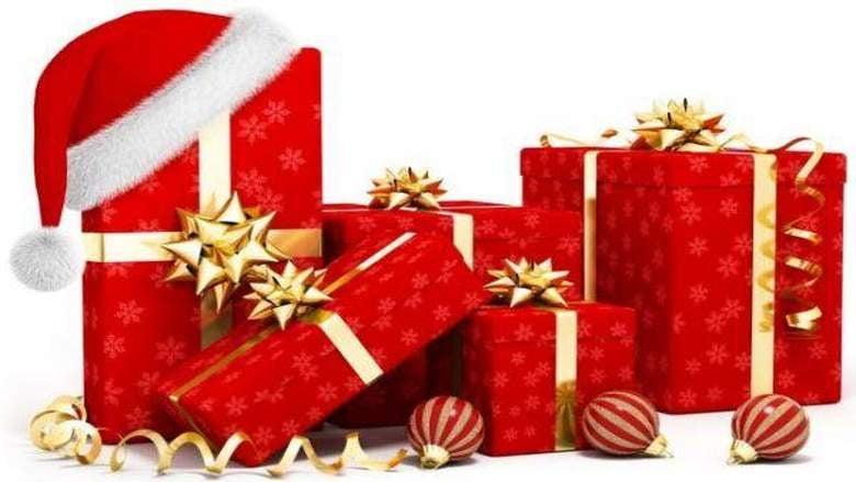 متى تُقدم الهدايا للطفل.. وما ضرر كثرتها نفسيا وتربويا؟