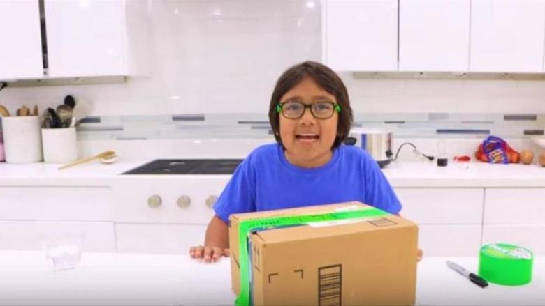 طفل في التاسعة يتصدر قائمة الأعلى ربحاً على «يوتيوب»
