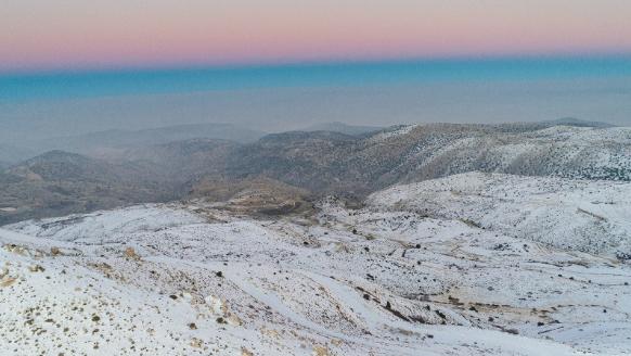 الثلوج غطت قمم الجبال الشمالية في عكار