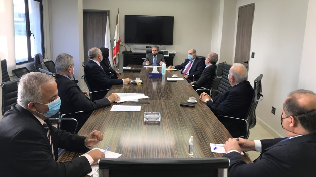 وزير المالية وقع قرارا يتعلق بأصول تسجيل العمليات التجارية