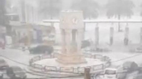 بالفيديو: حبّات البرد تكسو شوارع بيروت