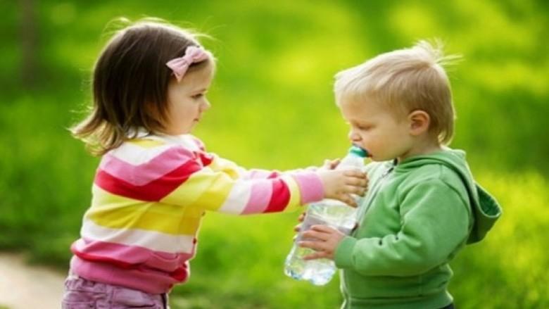 حرص الأطفال على العطاء يعود عليهم بالنفع
