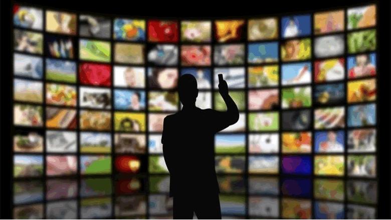 مقدمات نشرات الأخبار المسائية لليوم الأربعاء