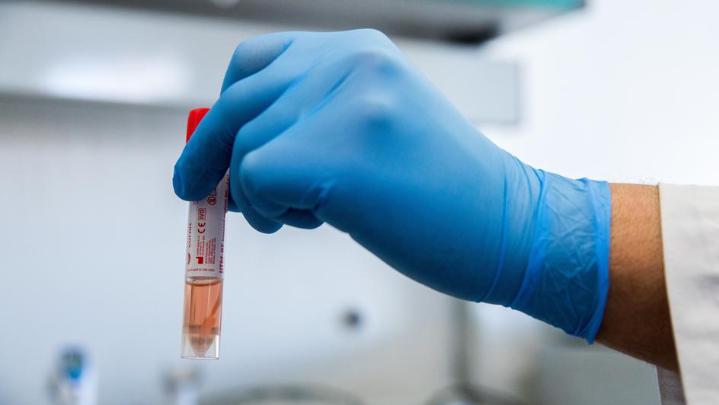 """الإمارات تسجل رسمياً لقاح """"سينوفارم"""" المضاد لفيروس كورونا"""