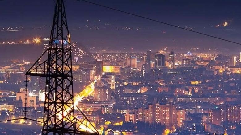 """الدولار يرتفع بغياب الحلول... وبري يطرح """"لا مركزية"""" الكهرباء"""