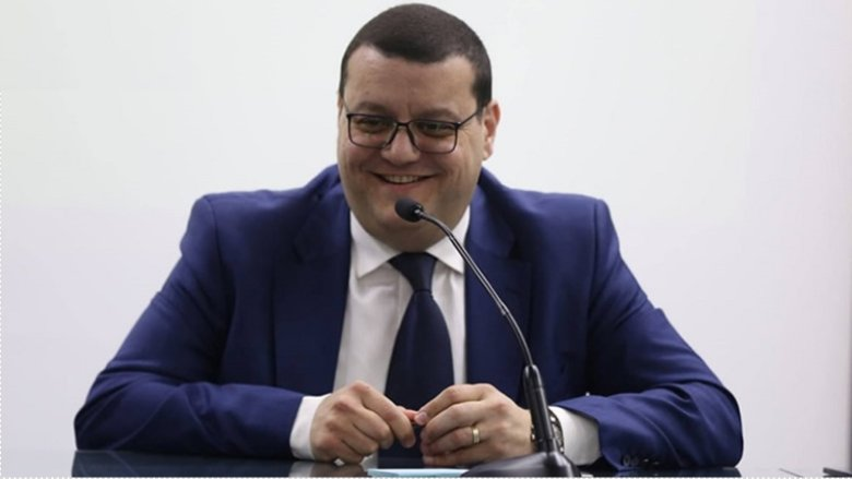 الريّس: حزب السلطة يتظاهر ضد مؤسسات السلطة!