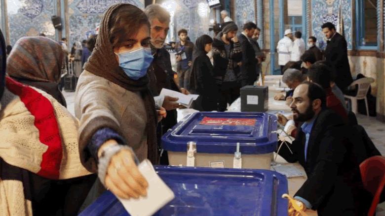 """الكورونا """"خفّض"""" مشاركة الإيرانيين بالانتخابات.. والنتائج أقصت الإصلاحيين"""