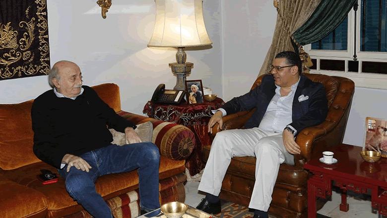 جنبلاط عرض التطورات مع السفير المصري