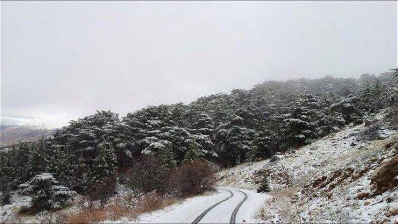 الطريق الدولية في عاليه مقفلة باتجاه البقاع بسبب تساقط الثلوج