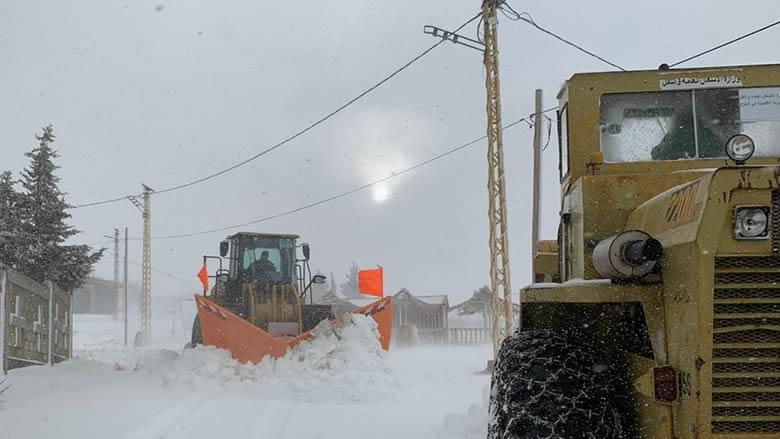 إعادة فتح طرقات في البقاع أغلقت بسبب الثلوج