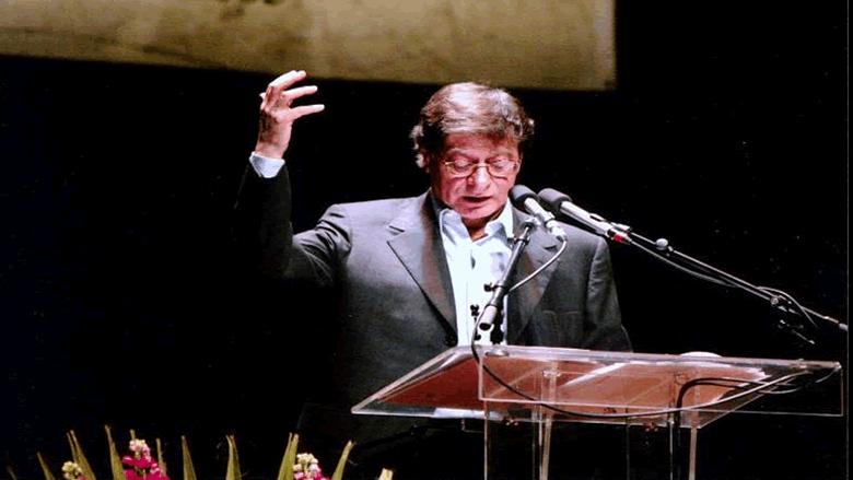 محمود درويش.. صدام والأسد ولعنة السياسة