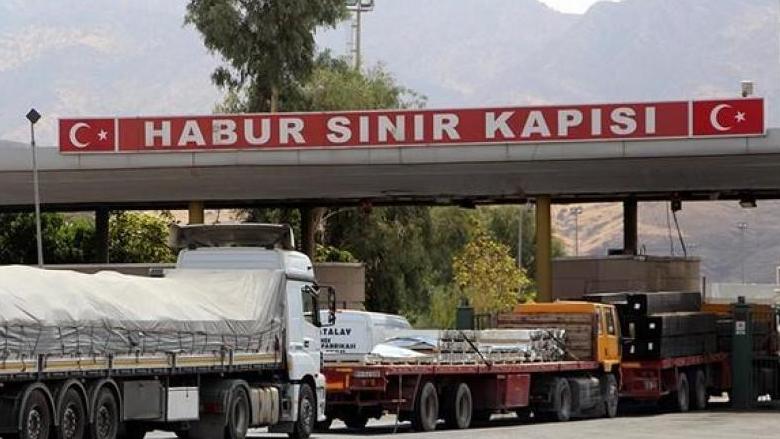 النائب جنبلاط تابع قضية سائقي الشاحنات العالقين على الحدود التركية