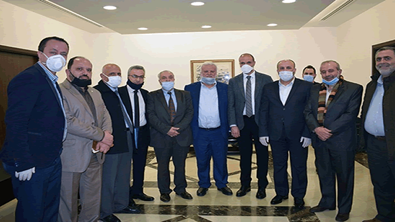 وزير الصحة عرض مع وفد فلسطيني آلية حماية المخيمات
