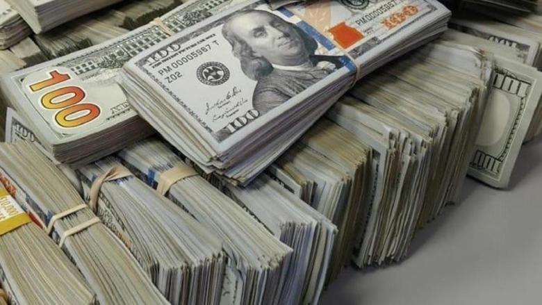 الدولار يتخطى الـ2800 ليرة منذ العام 1992