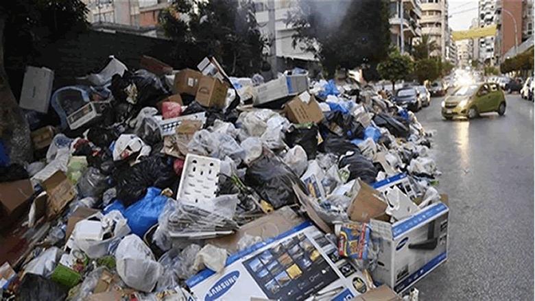 لبنان يقترب من عودة النفايات لتغرق الشوارع
